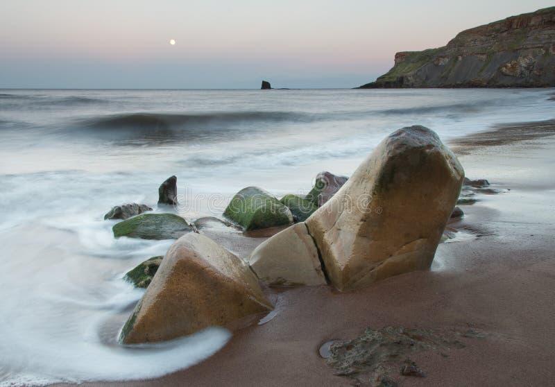 Διαμορφωμένοι θάλασσα βράχοι στοκ εικόνες με δικαίωμα ελεύθερης χρήσης