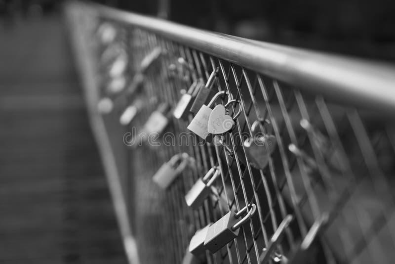 Διαμορφωμένο καρδιά λουκέτο στη γέφυρα στο Μόναχο στοκ φωτογραφία με δικαίωμα ελεύθερης χρήσης