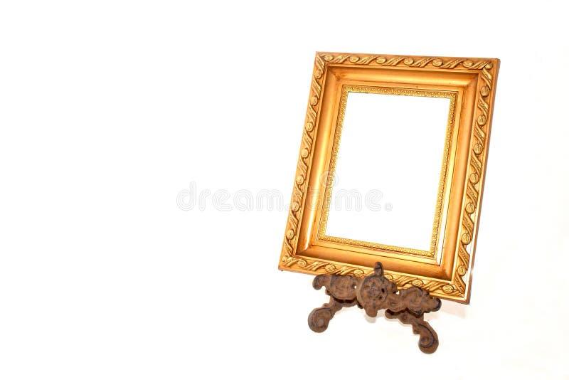 Διαμορφωμένο χρυσό πλαίσιο στην εκλεκτής ποιότητας στάση μετάλλων στοκ εικόνες