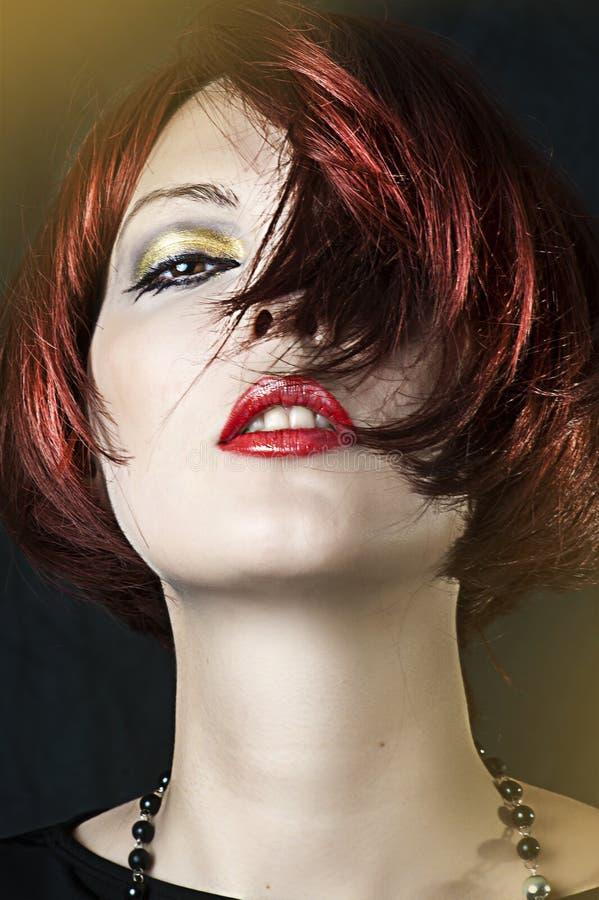 Διαμορφώστε το πορτρέτο της νέας γυναίκας ομορφιάς στοκ εικόνες με δικαίωμα ελεύθερης χρήσης