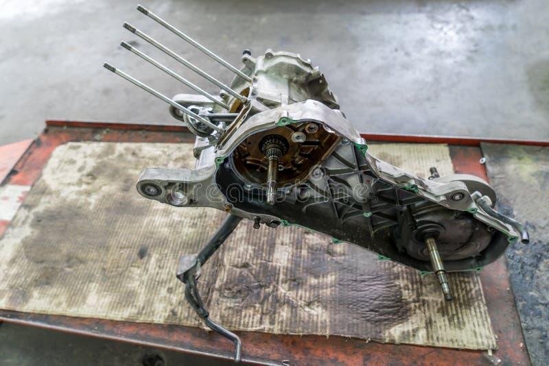 Διαμόρφωση μιας μοτοσικλέτας στην επισκευή της ζημίας στοκ εικόνες
