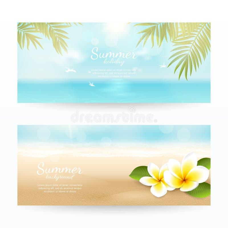 Διανυσματικό σύνολο θερινών οριζόντιων εμβλημάτων με την παραλία, τη θάλασσα, τα κύματα, τα φύλλα φοινικών και τα τροπικά λουλούδ διανυσματική απεικόνιση