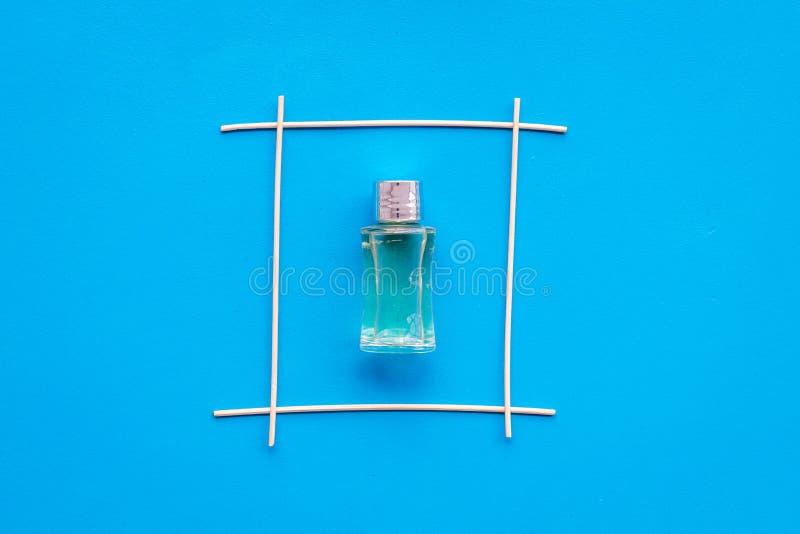 Διασκορπιστής αρώματος για τη φρεσκάδα αέρα στο μπλε πρότυπο άποψης υποβάθρου τοπ στοκ φωτογραφίες με δικαίωμα ελεύθερης χρήσης