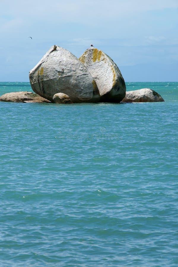 Διασπασμένος βράχος μήλων στοκ εικόνα με δικαίωμα ελεύθερης χρήσης