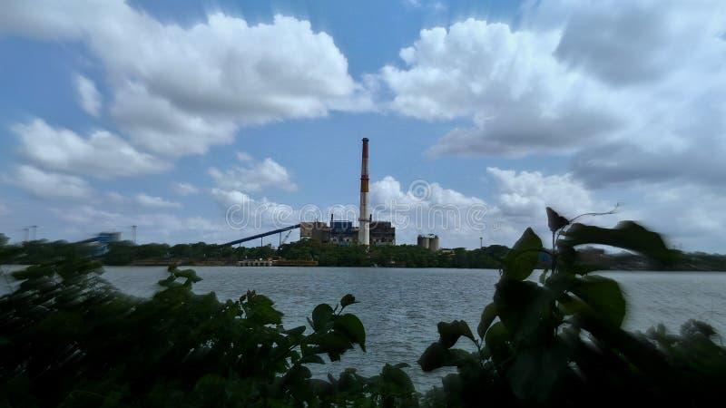 Διασπορά σύννεφων επάνω από τον ποταμό Hoogly στοκ εικόνες