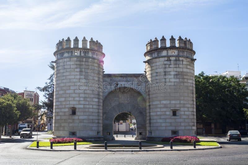 Διασταύρωση κυκλικής κυκλοφορίας μνημείων, badajoz (Puerta de Palmas) στοκ φωτογραφία