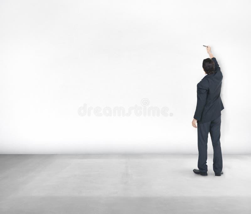 Διαστημική έννοια αντιγράφων εννοιών ιδεών τοίχων επιχειρηματιών άσπρη στοκ εικόνες