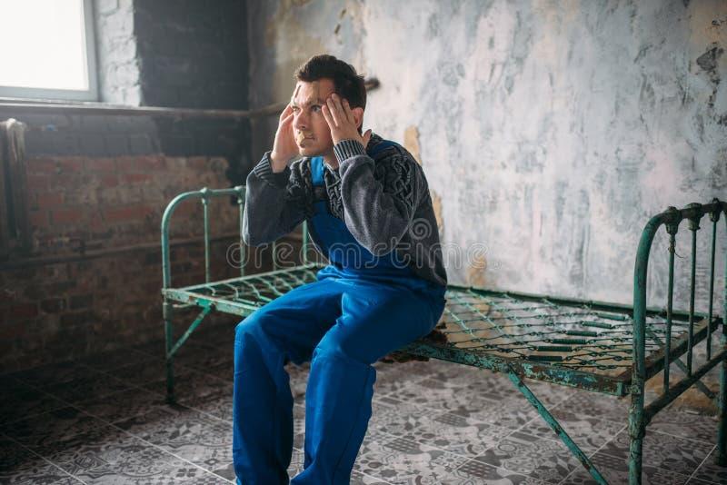 Διαταραγμένος τρελός, πρόσωπο που σφραγίζεται με το ασβεστοκονίαμα, τρελλό στοκ εικόνες