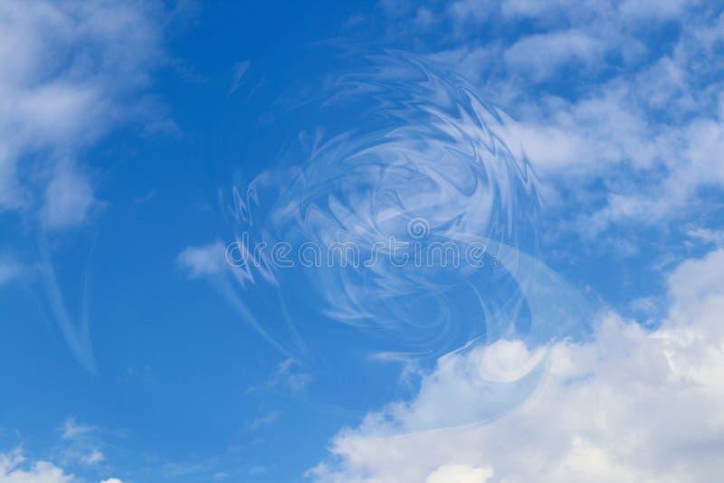 Διαταραχή στο μπλε ουρανό κόσμου backgroundof με τα σύννεφα και την κυκλική δίνη στοκ φωτογραφίες