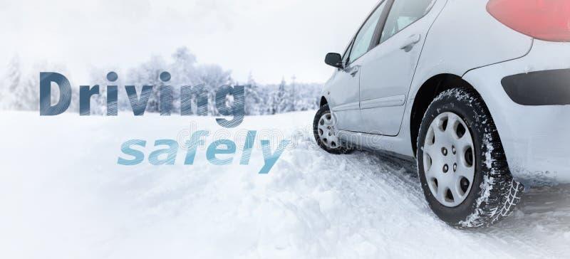 Διατηρήστε την ασφάλεια στους δρόμους αυτό το χειμώνα με χειμερινό ελαστικό στοκ εικόνες