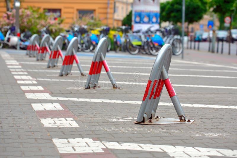 Διατηρημένος χώρος στάθμευσης κλειδαριών στην πόλη στοκ εικόνα με δικαίωμα ελεύθερης χρήσης