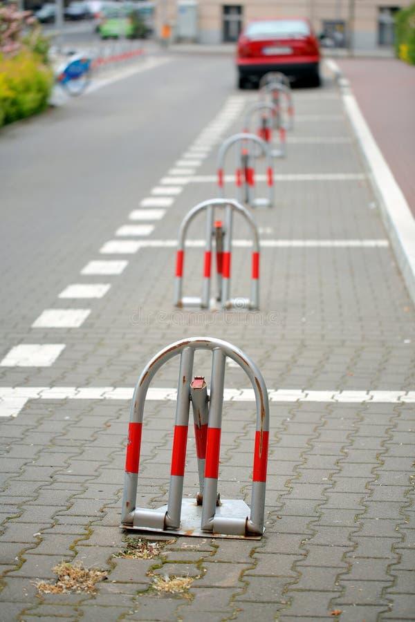 Διατηρημένος χώρος στάθμευσης κλειδαριών στην πόλη στοκ φωτογραφίες