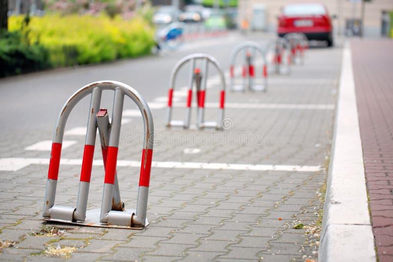 Διατηρημένος χώρος στάθμευσης κλειδαριών στην πόλη στοκ φωτογραφία με δικαίωμα ελεύθερης χρήσης