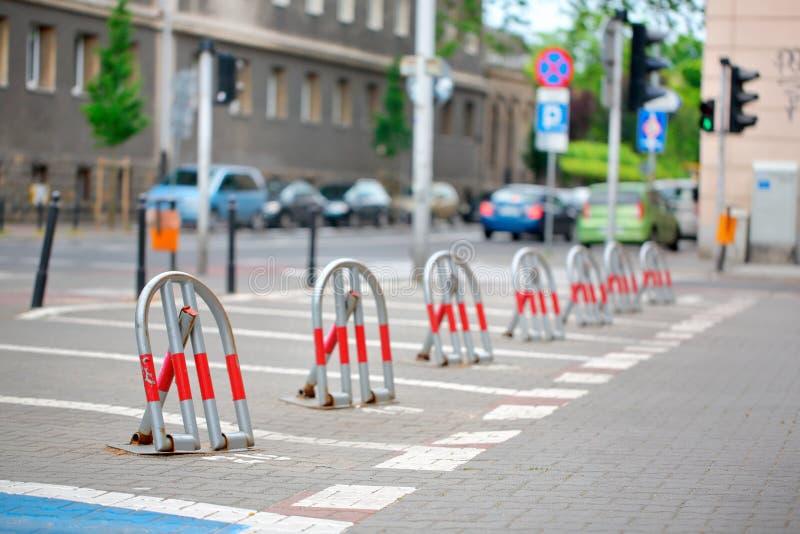 Διατηρημένος χώρος στάθμευσης κλειδαριών στην πόλη στοκ φωτογραφίες με δικαίωμα ελεύθερης χρήσης