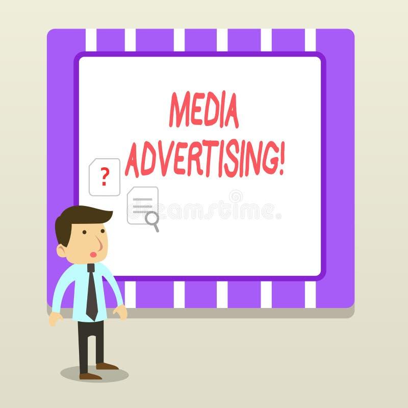 Διαφήμιση μέσων κειμένων γραφής Έννοια που σημαίνει επιλέγοντας τα αποτελεσματικά μέσα για μια διαφημιστική καμπάνια ελεύθερη απεικόνιση δικαιώματος