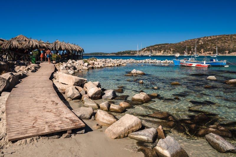 Διαφανής και τυρκουάζ θάλασσα σε Punta Molentis, Villasimius στοκ εικόνα