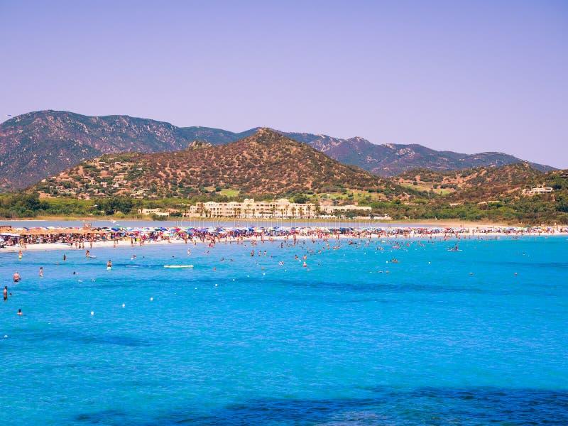 Διαφανής και τυρκουάζ θάλασσα στο Πόρτο Giunco, Σαρδηνία, Ιταλία στοκ εικόνες με δικαίωμα ελεύθερης χρήσης