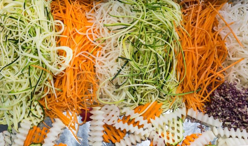Διαφορετικά ακατέργαστα τεμαχισμένα λαχανικά για παράδειγμα μιας υγιεινής διατροφής στοκ φωτογραφία με δικαίωμα ελεύθερης χρήσης