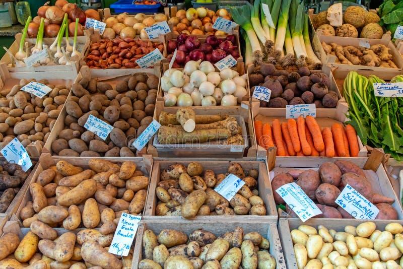 Διαφορετικά είδη πατατών και άλλων λαχανικών στοκ εικόνες