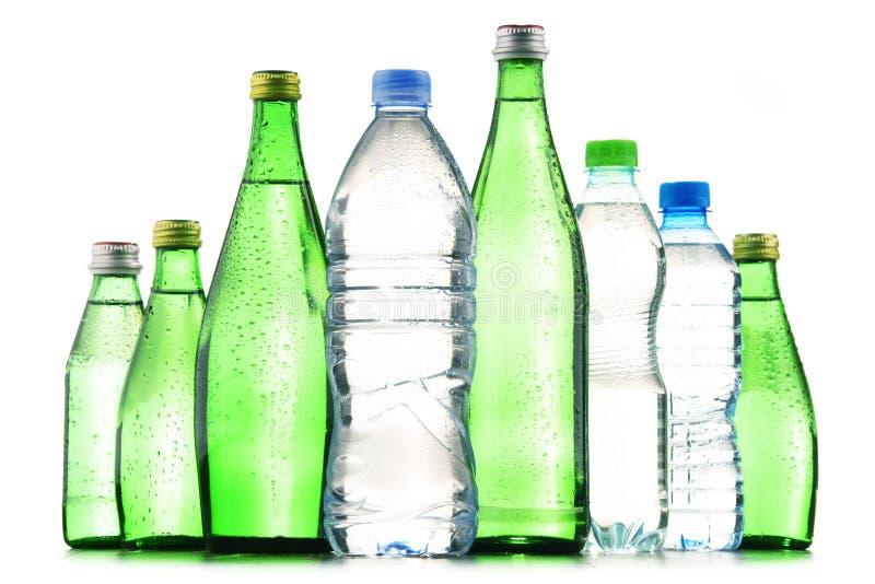 Διαφορετικά είδη των μπουκαλιών που περιέχουν το μεταλλικό νερό στοκ φωτογραφίες με δικαίωμα ελεύθερης χρήσης