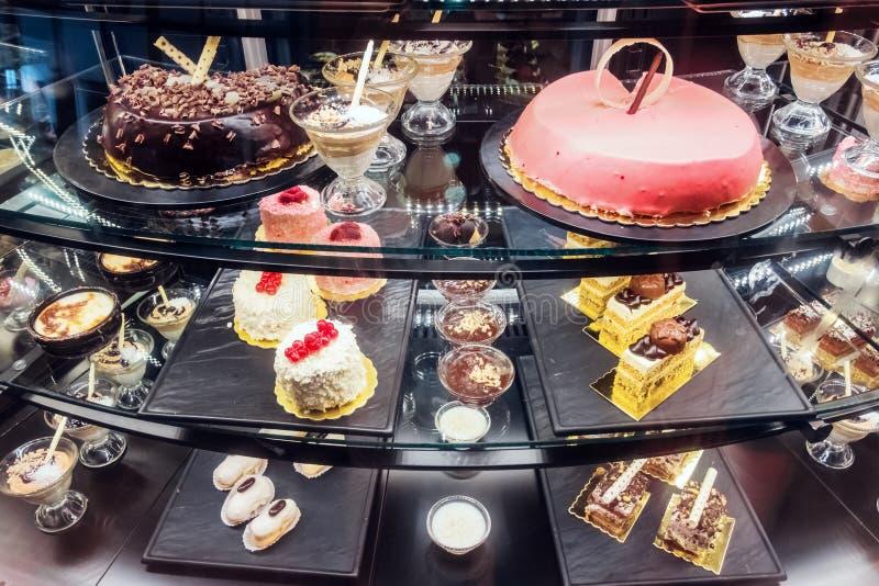Διαφορετικά επιδόρπια στο αρτοποιείο στοκ φωτογραφία με δικαίωμα ελεύθερης χρήσης