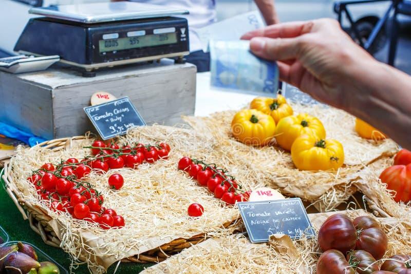Διαφορετικά μούρα στην αγορά στο νότο της Γαλλίας, Arles, Προβηγκία στοκ φωτογραφίες