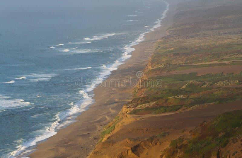 Διαφορετικά σενάρια στους αρχικούς αμμόλοφους άμμου ακροθαλασσιών της Reyes παγκόσμιου σημείου στοκ εικόνα