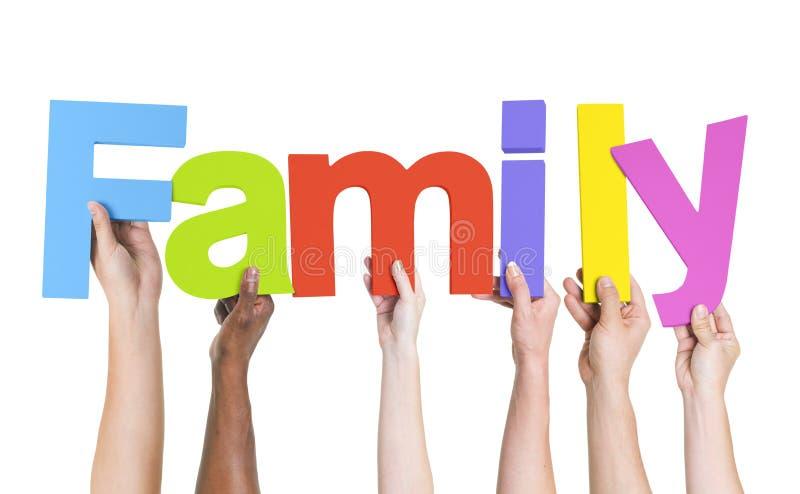 Διαφορετικά χέρια που κρατούν την οικογένεια του Word στοκ εικόνες με δικαίωμα ελεύθερης χρήσης