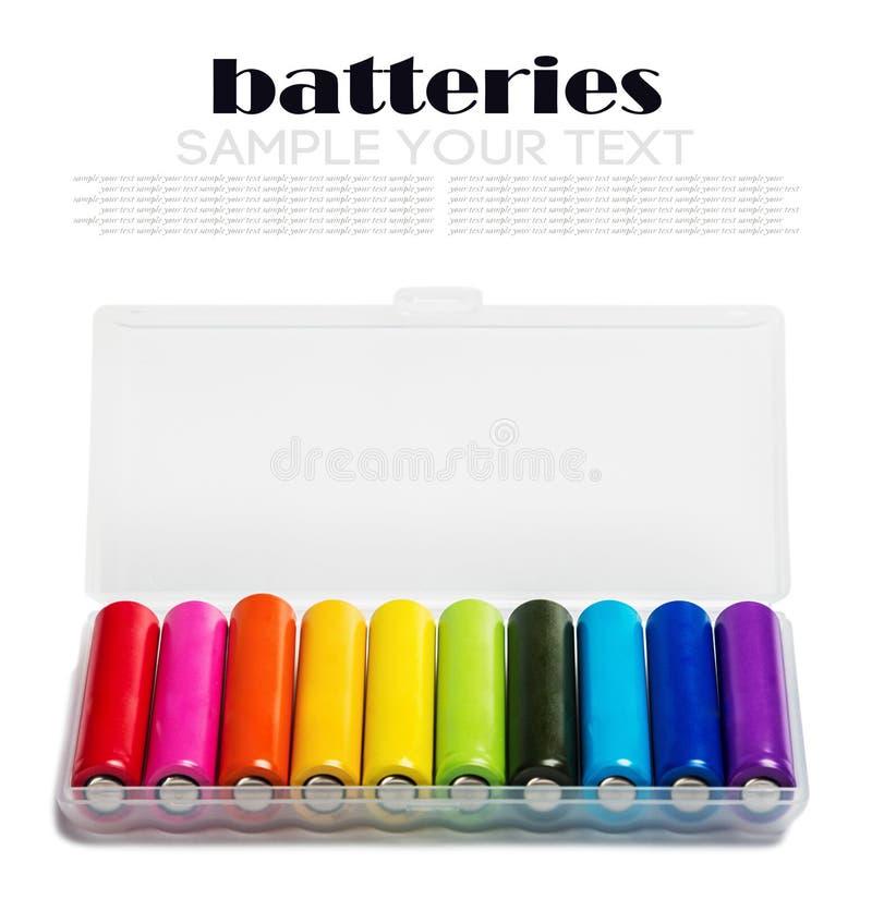 Διαφορετικές αλκαλικές μπαταρίες ή επαναφορτιζόμενες μπαταρίες ISO χρώματος στοκ φωτογραφία