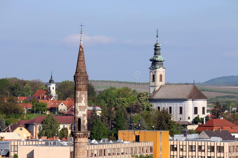 Διαφορετικές θρησκείες μιναρών και εκκλησιών σε μια πόλη Eger στοκ φωτογραφία με δικαίωμα ελεύθερης χρήσης
