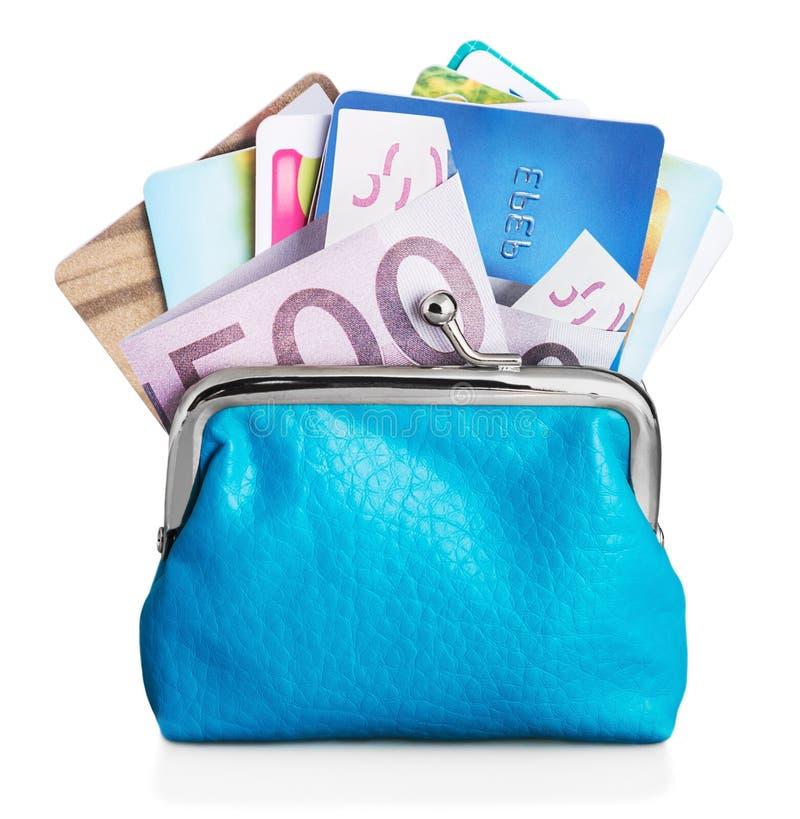 Διαφορετικές πιστωτικές κάρτες και ευρο- τραπεζογραμμάτια στο πορτοφόλι στοκ εικόνες με δικαίωμα ελεύθερης χρήσης
