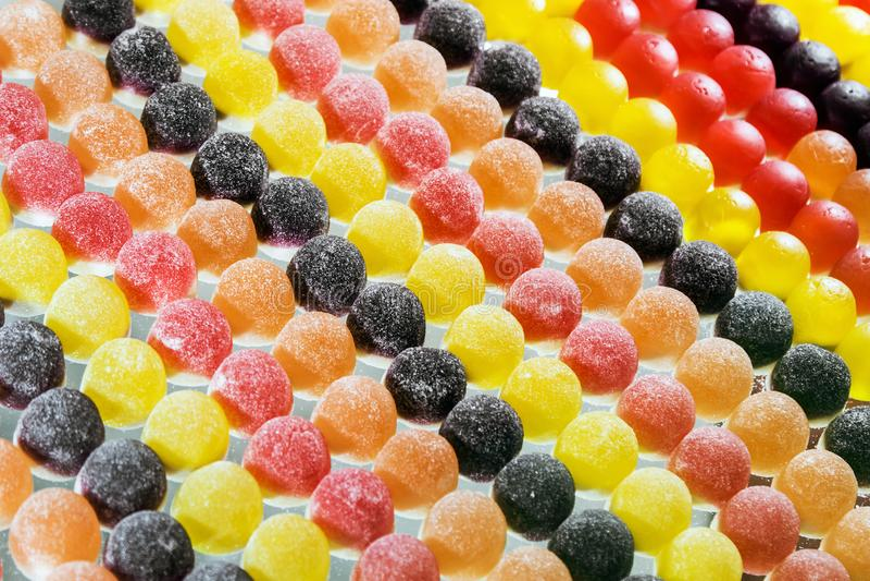 Διαφορετικές χρώματα και γεύσεις μαρμελάδας στο υπόβαθρο στοκ φωτογραφία με δικαίωμα ελεύθερης χρήσης