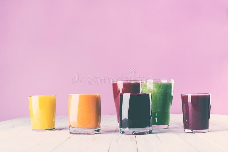 Διαφορετική έννοια υγείας γυαλιών καταφερτζήδων χυμών στοκ εικόνα