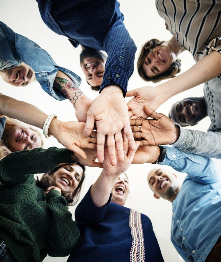 Διαφορετική ευτυχής ενωμένη άνθρωποι έννοια στοκ εικόνα με δικαίωμα ελεύθερης χρήσης
