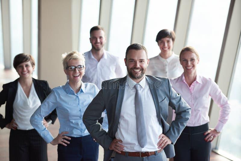 Download Διαφορετική ομάδα επιχειρηματιών Στοκ Εικόνα - εικόνα από γραφείο, σύγχρονος: 62709111