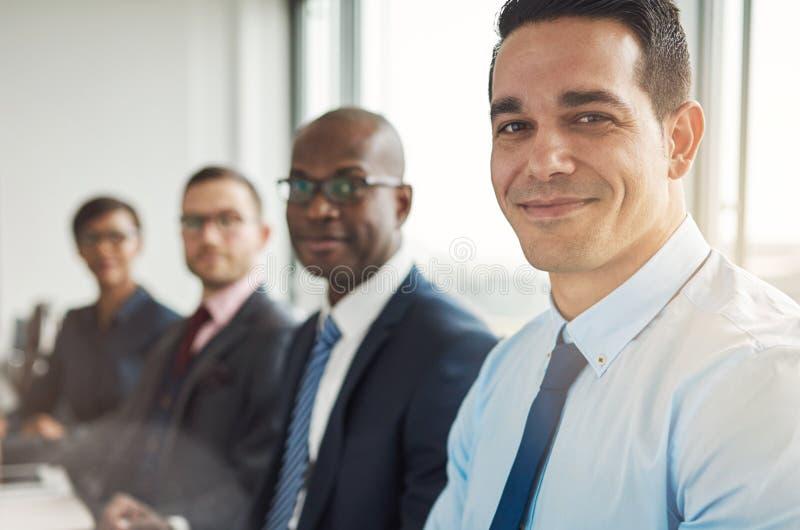 Διαφορετική ομάδα τεσσάρων επιχειρηματιών στοκ εικόνες
