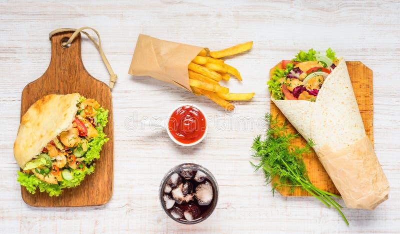 Διαφορετικοί τύποι γρήγορου φαγητού στοκ εικόνα