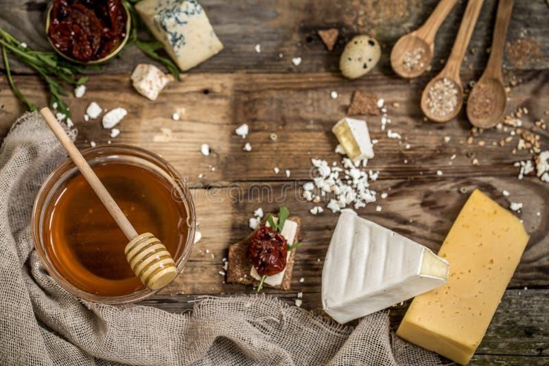 Διαφορετικοί τύποι συνθέσεων τυριών στοκ φωτογραφία με δικαίωμα ελεύθερης χρήσης