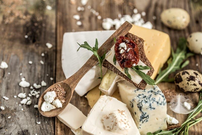 Διαφορετικοί τύποι συνθέσεων τυριών στοκ εικόνες