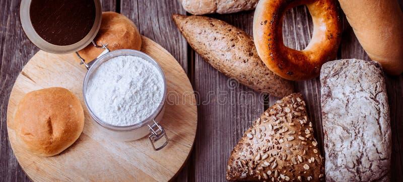 Διαφορετικό φρέσκο ψωμί στοκ φωτογραφίες με δικαίωμα ελεύθερης χρήσης