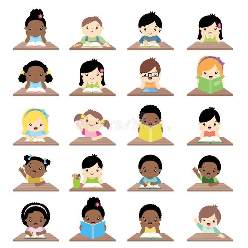 Διαφυλετικά παιδιά σχολείου που κάθονται στη μεγάλη συλλογή μπροστινής άποψης γραφείων ελεύθερη απεικόνιση δικαιώματος