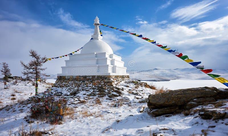 Διαφωτισμός Stupa στο νησί Ogoy αρχές Μαρτίου στοκ φωτογραφία