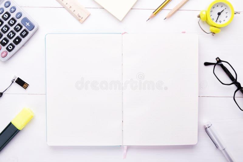 Διαχειριστείτε τις σκέψεις σας, σχέδια και οργανώστε το χρόνο εργασίας σας στοκ φωτογραφία