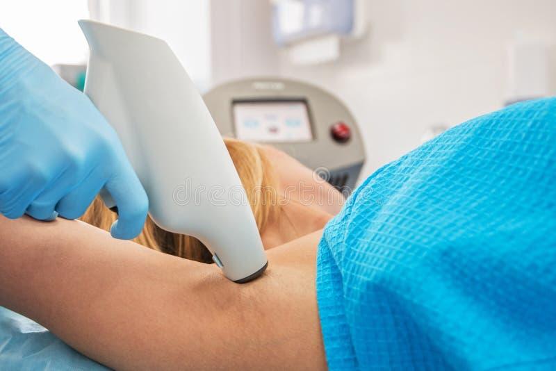 Διαδικασία ενάντια στο hyperhidrosis στοκ φωτογραφία με δικαίωμα ελεύθερης χρήσης