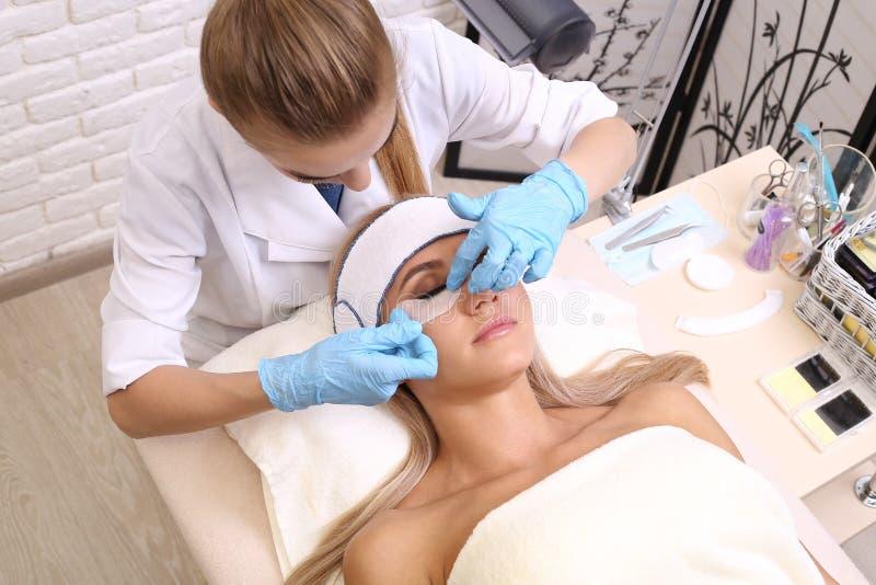 Διαδικασία επέκτασης Eyelash στοκ εικόνα με δικαίωμα ελεύθερης χρήσης