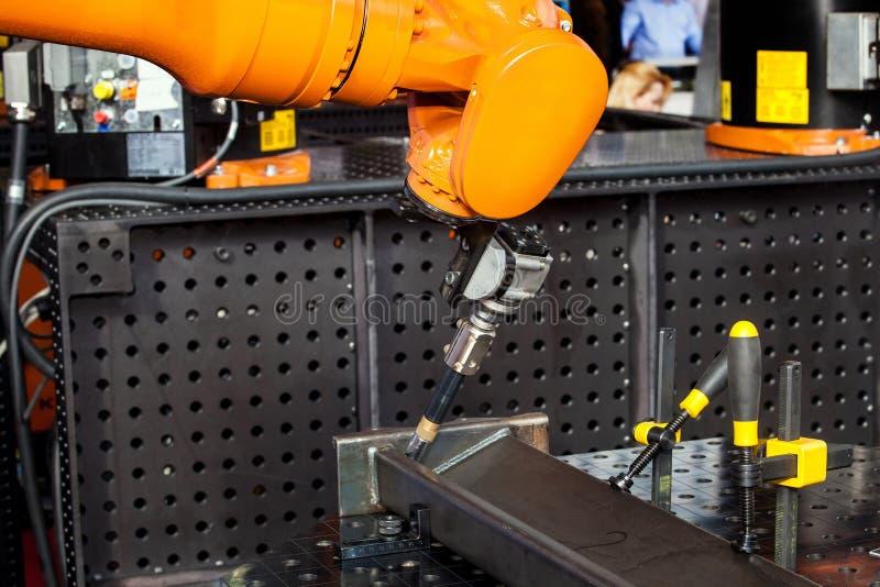 Διαδικασία συγκόλλησης ρομπότ στοκ εικόνες με δικαίωμα ελεύθερης χρήσης