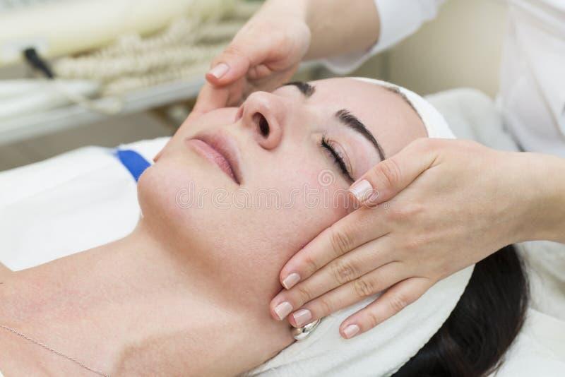 Διαδικασία του μασάζ και των facials στοκ φωτογραφία
