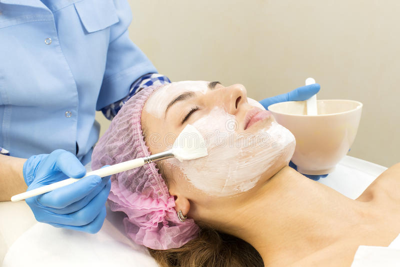 Διαδικασία του μασάζ και των facials στοκ φωτογραφίες με δικαίωμα ελεύθερης χρήσης