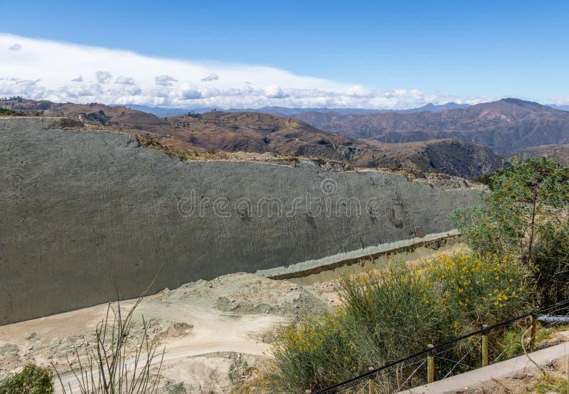 Διαδρομές δεινοσαύρων στον τοίχο θερμ. Orcko - sucre, Βολιβία στοκ φωτογραφίες με δικαίωμα ελεύθερης χρήσης