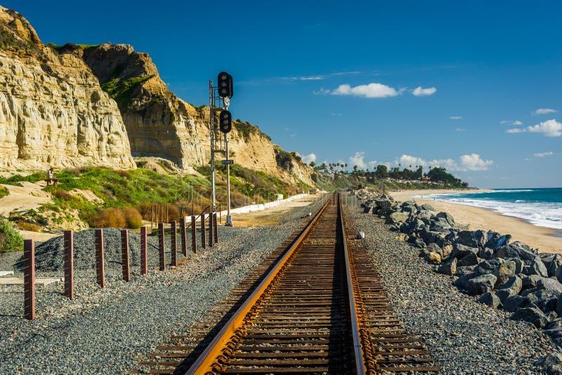 Διαδρομές σιδηροδρόμου κατά μήκος της παραλίας στοκ φωτογραφίες με δικαίωμα ελεύθερης χρήσης